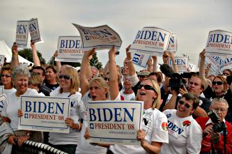 Crowd of Joe Biden supporters in Iowa, September 2007